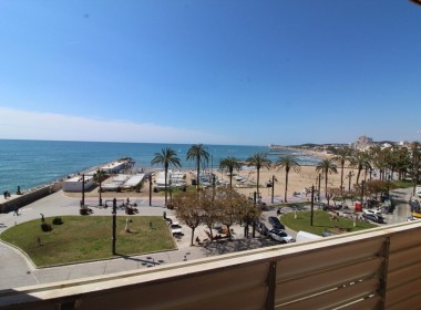 Apartment for sale centric with terrace in Front line beach-sitges-inmovenproperties- (1)