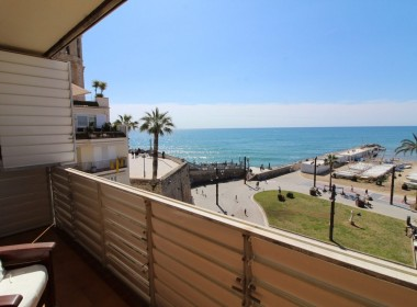 Apartment for sale centric with terrace in Front line beach-sitges-inmovenproperties- (7)