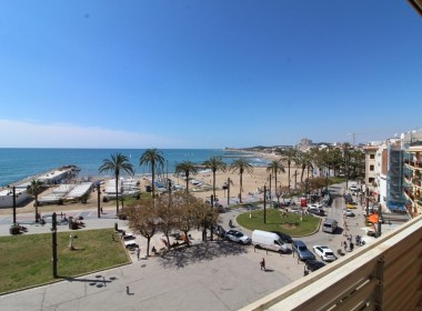Apartment for sale centric with terrace in Front line beach-sitges-inmovenproperties- (9)