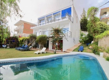 Detached Villa for sale on 3 floors with sea views-sitges-inmovenproperties (11)