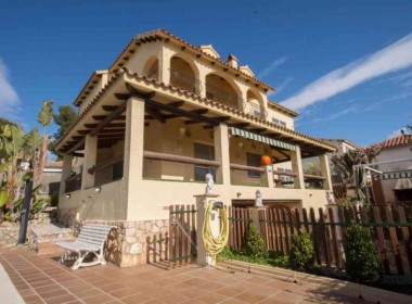 Villa for rent with pool-Inmoven Properties Sitges