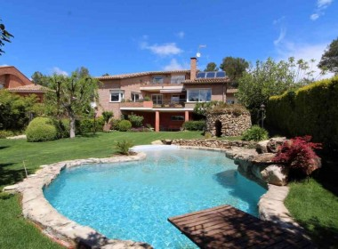 detched-villa-with-pool-for-sale-Inmoven-Properties-Sitges-2-1024x683