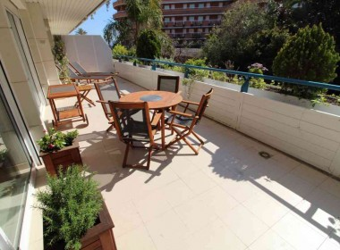 flat for sale in park de mar Sitges with large terrace and pool-Inmoven Properties Sitges-4