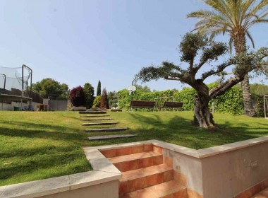 Detached Villa for sale with garden 1050m2-magnify with tourist license-sitges-inmovenproperties (11)