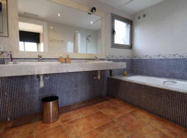 Detached Villa for sale with garden 1050m2-magnify with tourist license-sitges-inmovenproperties (4)
