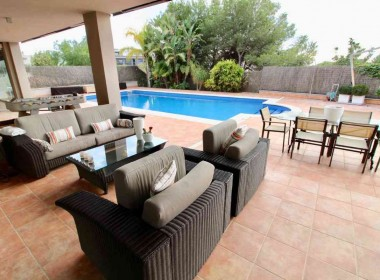 Detached Villa for sale with garden 1050m2-magnify with tourist license-sitges-inmovenproperties (6)