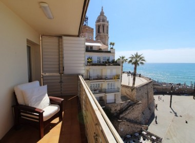 Flat for sale centric with terrace in Front line beach-sitges-inmovenproperties- (5)
