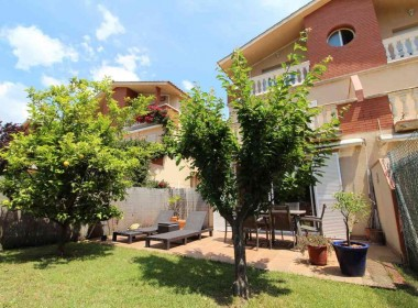 Terraced house for sale with garden Avd. Sofia-sitges-inmovenproperties (1)