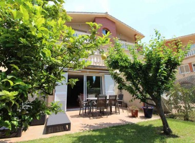 Terraced house for sale with garden Avd. Sofia-sitges-inmovenproperties (5)