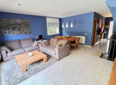 semi detached with private pool for sale in sitges-Inmoven Properties Sitges-2
