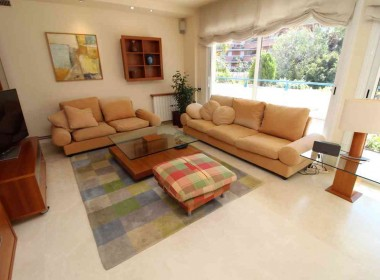 flat for sale in park de mar Sitges with large terrace and pool-Inmoven Properties Sitges-3