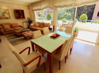 flat for sale in park de mar Sitges with large terrace and pool-Inmoven Properties Sitges