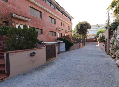 semi-detached house for sale in the vinyet with garden and pool in Sitges-Inmoven Properties Sitges-3